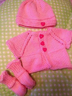 Ravelry: deliknits' - Used pattern : Ravelry: Basic Newborn Cardigan with Matching Hat by Angela Humphrey - *pattern