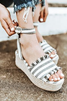 These espadrilles run more true to size. Dream Shoes, New Shoes, Hype Shoes, Cute Sandals, Trendy Shoes, Summer Shoes, Me Too Shoes, Espadrilles, Espadrille Sandals