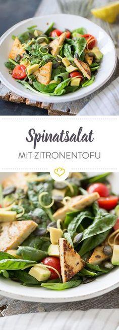 Dieser Salat ist herrlich sommerlich und frisch. Zitronige Tofuschnitten betten sich auf frischem Spinatsalat mit fruchtigen Kirschtomaten.