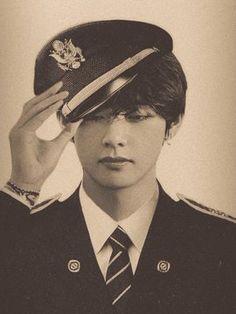 Kim Taehyung Funny, V Taehyung, Foto Bts, Bts Photo, Lee Young Suk, V Bts Wallpaper, Bts Aesthetic Pictures, Album Bts, Daegu