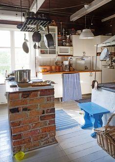Tiiliä voi kierrättää moneen tarkoitukseen niin kodissa kuin pihalla. Katso Unelmien Talo&Kodin ideat.