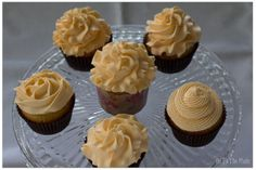piping tip to make double ruffle cupcake - Google Search