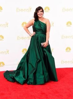 #Baylor alum Allison Tolman, star of FX's Fargo, flinging her green & gold at the Emmys. #SicEm