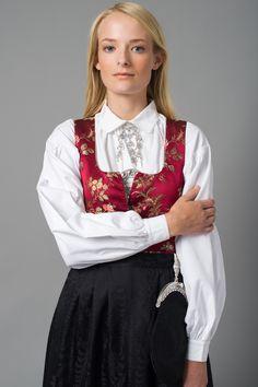 DAMASK-KJOL I Nord-Gudbrandsdalen tok kvinnene på begynnelsen av 1800-tallet i bruk livkjolen. Norddalskvinnene utviklet livkjolen til et festantrekk ved å sy om todelte 1700-tallsdrakter de hadde liggende. Livkjolen fikk navn etter hva slags tøy stakken/livkjolen var laget av. Damasktøyet til denne drakten veves nå i Norge og er rekonstruksjoner av 1700-tallstøy.