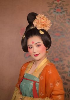 """changan-moon:"""" Traditional Chinese fashion in Tang dynasty style. Photo by 润. Traditional Fashion, Traditional Outfits, Traditional Chinese, Hanfu, Historical Costume, Historical Clothing, Chinese Makeup, Dynasty Clothing, Oriental Fashion"""