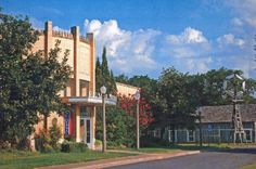 This Western-themed museum, located in the city of Woodward, Oklahoma offers displays from a typical Frontier town including a bank, saloon, jail and newspaper office. While there, tour an 1870s cabin or see impressive murals by Western artisans.