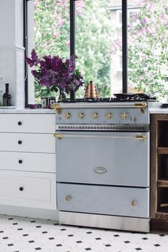 Lacanche Range in Faience Shabby Chic Kitchen, Home Decor Kitchen, Kitchen Design, Kitchen Ideas, Cottage Kitchens, Home Kitchens, Country Look, Home Luxury, House Rooms