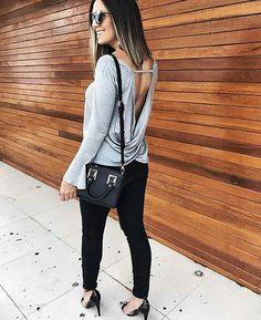 *Reposição* Blusa Flare com Decote nas Costas. Disponível em Preto, Vinho, Cinza e Off White. Tamanho Único, R$99. Loja virtual de Moda Feminina  Vendas pelo whats (11)99292-1390  Entregamos em todo Brasil  Parcelamos em até 12x    #blusa #blusafeminina #inverno2017 #flare #mangaflare #ootd #ootn #look #lookdodia #moda #modafeminina #roupatrabalho #outfit #outono #modaoutonoinverno #outonoinverno #tgif #friday #fridaynight #outonoinverno2017 #decotecostas #costasabertas #mangalonga...