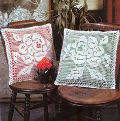 Delicada con borde de puntillitas y diseños de flores en composè con instrucciones ademàs del molde incluye dos modelos