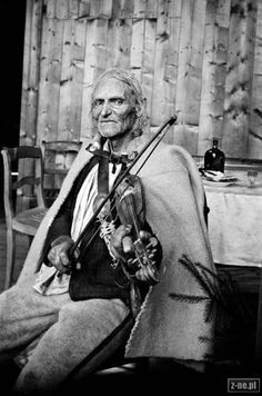"John Krzeptowski ""Sabala"" - Tatra mountaineer, guide, musician, hunter, storyteller and singer. Zakopane Poland, Polish Folk Art, Europe, Historical Pictures, Real People, Art And Architecture, Country Life, Storytelling, Statue"