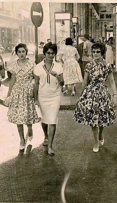 Egyptiаn women walking down a central Cairo street, 1956.