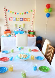 Throw the ultimate birthday bash for your aspiring artist with plates, napkins, invitations and decor splashed with color and packed with personality! Baby Birthday, First Birthday Parties, First Birthdays, Winter Birthday, Birthday Ideas, Art Themed Party, Art Party, Party Fun, Festa Party