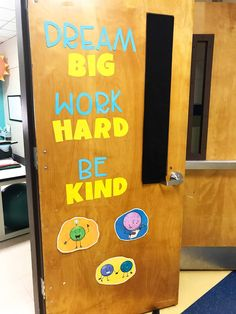 School Counseling Office Tour: Round One - The Responsive Counselor School Counselor Organization, School Counselor Office, Counseling Office Decor, High School Counseling, Elementary School Counselor, School Office, Kindergarten Class, Office Organization, Classroom Decor