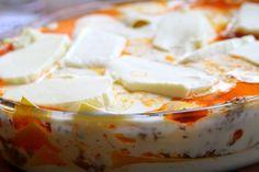 Receptet på en väldigt god lasagne kommer här ! Väldigt gott – men lite svårt att lägga upp lasagnen sådär snyggt, med alla köttfärs och ostsås som flyter iväg Detta blir 1 stor form , eller 2 stycken ugnsformar : lasagneplattor (färska ) 600 – 700 gram blandfärs … Läs mer