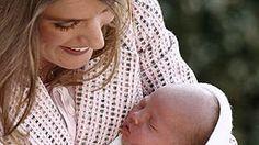 4. Mai 2007: Prinzessin Letizia verlässt nach der Geburt mit ihrer zweiten Tochter Sofia das Krankenhaus. © Picture-Alliance / dpa Fotograf: Ballesteros