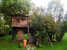 House made by Romanian craftsman Danut Hotea Traditional Interior, House Made, Wood Construction, House In The Woods, Rustic Style, Romania, Outdoor Structures, House Design, House Styles