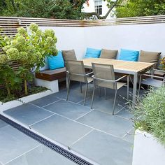 Contemporary small family garden designers in Clapham slate paving by Garden Builders London Small City Garden, Small Garden Design, Garden Spaces, Back Gardens, Small Gardens, Builders London, Contemporary Patio, Garden Paving, London Garden