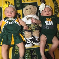 Two of the cutest Baylor Bears around. (Via @courtneyzahirniak on Instagram)