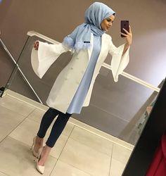 😍😍YENİ CEKET MODELİMİZ MUHTESEMM Boy:90 cm Fiyat:70₺ Kuma Hijab Outfit, Hijab Style Dress, Abaya Style, Arab Fashion, Muslim Fashion, Modest Fashion, Abaya Mode, Mode Hijab, Hijab Stile