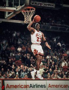 Mike Jordan, Michael Jordan Basketball, Jordan Bulls, Jordan Nike, Bulls Basketball, Basketball Legends, Basketball Players, Michael Jordan Pictures, Jordan Photos