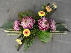 Funeral Flowers, Ikebana, Flower Designs, Floral Arrangements, Diy And Crafts, Floral Design, Centerpieces, Floral Wreath, Projects To Try
