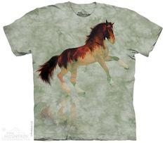Forest Stallion T-Shirt  Het The Mountain Forest Stallion t-shirt is gemaakt op basis van een handgekleurd Tye Dye T-shirt. Het T-shirt is gemaakt van 100% Katoen.  EUR 29.95  Meer informatie