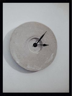 Round wall clock, made of strong white cement. Suitable for office or work area.  The clock weighs 1 kg and its diameter 40 cm.  Since all of our