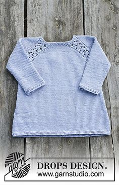 Tickles / DROPS Children - Free knitting patterns by DROPS Design Tunic with raglan and lace pattern, worked top down for kids. Size 2 - 12 years Piece is knitted in DROPS Karisma. Baby Knitting Patterns, Knitting For Kids, Baby Patterns, Free Knitting, Crochet Baby, Knit Crochet, Girls Tunics, Drops Design, Baby Sweaters