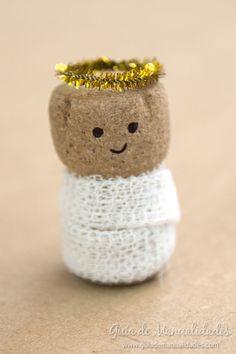 Christmas Crafts For Kids, Handmade Christmas, Christmas Diy, Cork Ornaments, Wine Cork Crafts, Angel Crafts, Nativity Crafts, Theme Noel, Diy Recycle