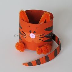craft kitty from cardboard tube and pipe cleaners. website to more crafts