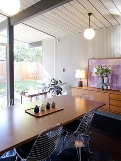 #dreamhouseoftheday Mid-century modern dining room in Eichler home