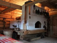Stove with sleeping area on top. Stair Shelves, Earth Bag Homes, Tiny House Cabin, Rocket Stoves, Foyers, Earthship, Design Case, Hearth, House Plans