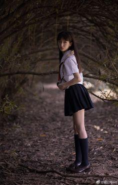 微博 School Girl Japan, School Uniform Girls, Girls Uniforms, Japan Girl, School Uniforms, Japanese School, Cute Japanese, Cute Asian Girls, Cute Girls