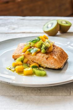 Business Cookware Ought To Be Sturdy And Sensible Healthy Salmon Recipe With Kiwi Salsa More Seafood Meals On Kiwi Fruit Recipes, Healthy Salmon Recipes, Juicer Recipes, Seafood Recipes, Seafood Meals, Skinny Recipes, Eat Healthy, Salad Recipes, Healthy Living
