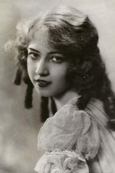 Beautiful Doris Eaton Travis  March 14th 1904 - May 11th, 2010  Our last and beloved Ziegfeld Girl, this blog is dedicated to you and all of your Ziegfeld Follies sisters.
