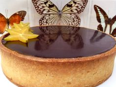 Tartaleta de guayaba, crema de almendra y chocolate