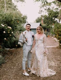 Rustic bohemian wedding with the dog/pet in the wedding // how to incorporate pet into wedding // wedding pets