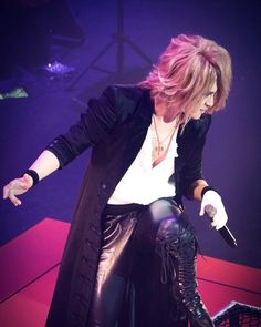 It's rare for me to get on the platform during the live performance. Just once or so. Do you know why? #KAMIJO #Versailles E' raro per me salire sulla piattaforma durante il live Solo u…