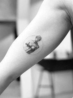 Antique Venus statue tattoo by Dragon Ink Small Tats, Cool Small Tattoos, Unique Tattoos, Beautiful Tattoos, Star Tattoos, Finger Tattoos, Body Art Tattoos, Venus Tattoo, Arrow Tattoo