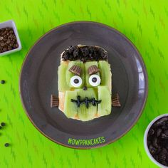 It's almost Frankenstein Friday and Halloween! Celebrate by having #FunWithFood with this monster treat! Use De Wafelbakkers Frozen Pancakes, kiwis, cookie crumbles and peanut butter cups for a silly and spooky dessert!