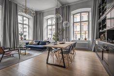 Ferestrele înalte și spațiul generos din livingul acestui apartament de 73 m² au făcut posibilă integrarea bucătăriei deschise, în to...