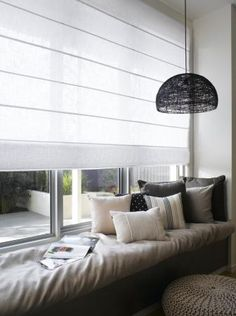 11 x ikkunapenkki Home Living Room, Living Spaces, House Blinds, Curtains With Blinds, Roman Blinds, Interiores Design, Room Inspiration, Interior Architecture, Home Fashion