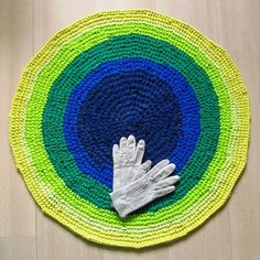 29 inch, round crochet rug, vivid colours, handmade, upcycled, eco, carpet, recycled #etsy #gifts