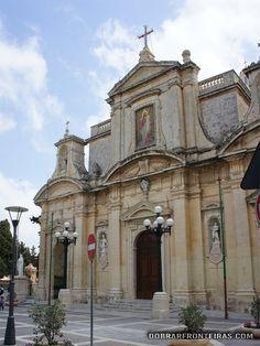 Malta é um dos países mais católicos do mundo e deve-o a São Paulo. No ano 60 Paulo naufragou junto à ilha tendo segundo a tradição vivido nesta gruta gruta