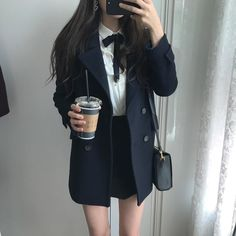 A imagem pode conter: uma ou mais pessoas e pessoas em pé Korean Girl Fashion, Korean Fashion Trends, Korean Street Fashion, Ulzzang Fashion, Kpop Fashion, Kawaii Fashion, Cute Fashion, Asian Fashion, Fashion Outfits