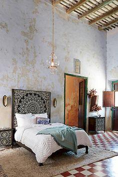 Adorable 82 Beautiful Bohemian Style Master Bedroom Ideas https://besideroom.com/2017/08/18/beautiful-bohemian-style-master-bedroom-ideas/
