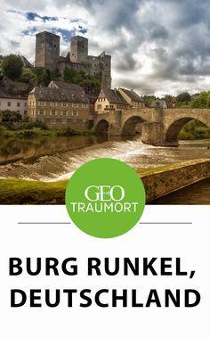 Runkel, Deutschland. Wer die kleine Stadt Runkel aus der Vogelperspektive betrachtet, der wird sich in eine andere Zeit zurückversetzt fühlen. Verwinkelte Gassen, hübsches Fachwerksowie eine alte steinerne Brücke, die in auffälligen Bögen die Lahn überspannt und über allem wacht die hochmittelalterliche Höhenburg.