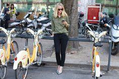 Jennifer Neyt, rédactrice en chef de Vogue.fr http://www.vogue.fr/vogue-hommes/mode/diaporama/street-looks-a-la-fashion-week-homme-printemps-ete-2014-de-milan-jour-3/14074/image/784734#!street-looks-a-la-fashion-week-homme-printemps-ete-2014-de-milan-jour-3-jennifer-neyt-redactrice-en-chef-de-vogue-fr