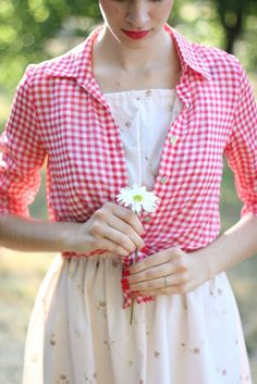 Women's White Floral Skater Dress, Red and White Gingham Dress Shirt Modest Clothing, Modest Outfits, Modest Fashion, Vestido Skater Floral, Floral Sundress, Skater Dresses, Blazers, Mixing Prints, Vintage Shirts