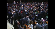 Congressistas cobram renúncia de Dilma na Câmara e no Senado